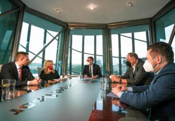 LAWYERS & BUSINESS: FORUM Kdo povede Českou advokátní komoru? Napoví naše kulaté stoly