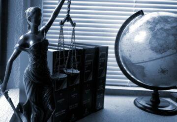 Nový právní butik, odchod z partnerské pozice i Zákon lásky
